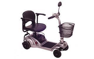 קלנועית מיני עם מושב אחד וסל מאחורה