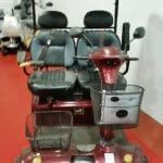 קלנועית זוגית אדומה