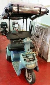 קלנועית זוגית בצבע תכלת עם גגון וניילון נגד גשם